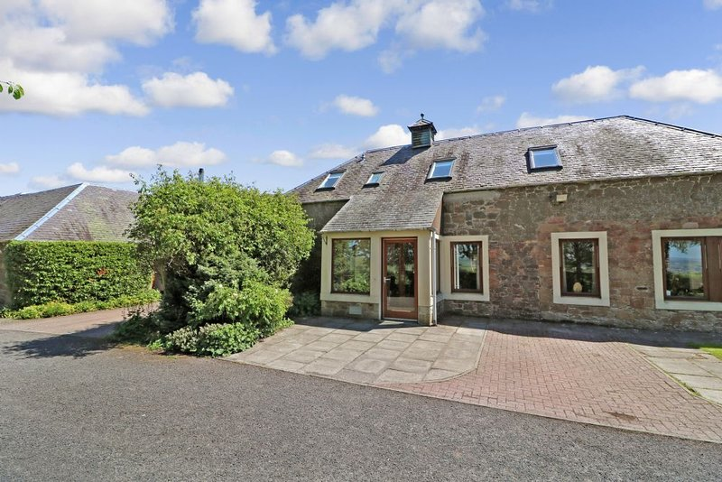Eildon Holiday Cottages -Langrig - gorgeous barn conversion 2 mins from Melrose, alquiler vacacional en Abbotsford