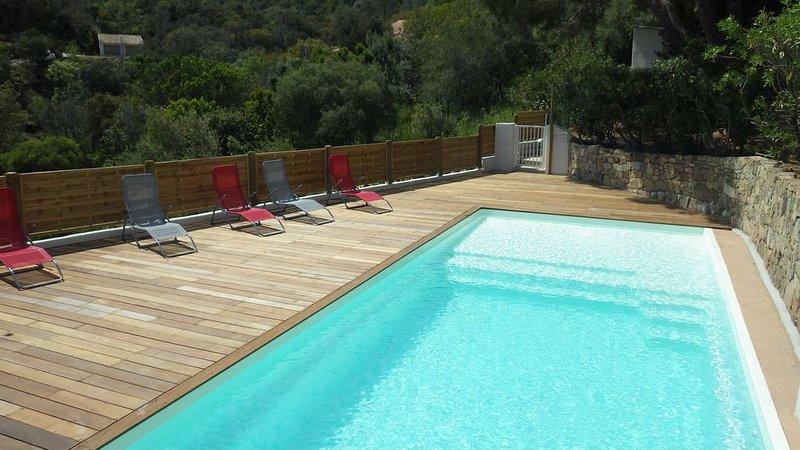 La villa Faounzina n° 2 pour 4 pers, terrasse barbecue et piscine commune, location de vacances à Sari-Solenzara