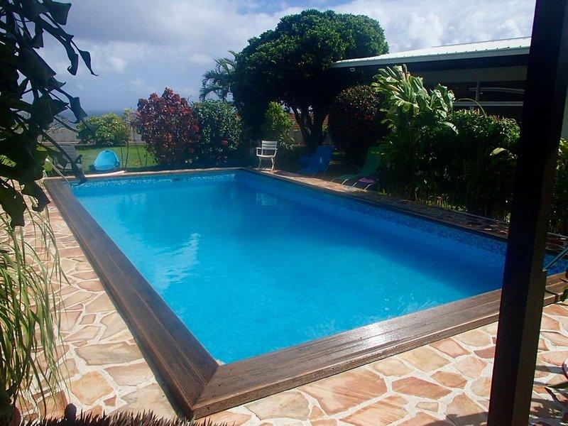 Loue très joli fare avec piscine, terrain et vue lagon, vacation rental in Arue