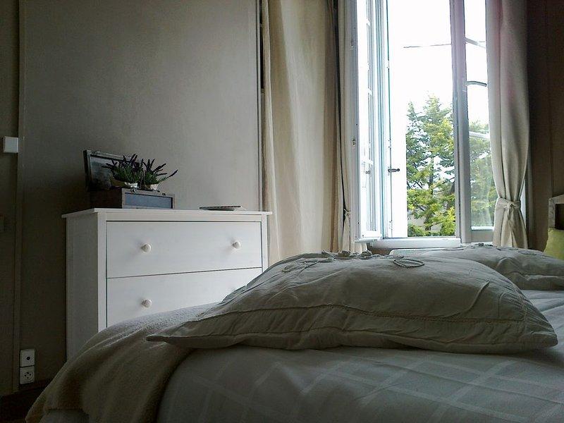 Belle appartement lumineux, très bien située à coté des plages du débarquement.., holiday rental in Tracy-sur-Mer