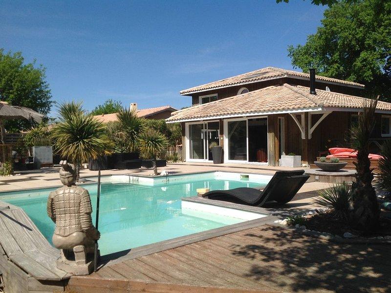 Un petit paradis maison avec piscine dans un endroit calme, location de vacances à Sanguinet