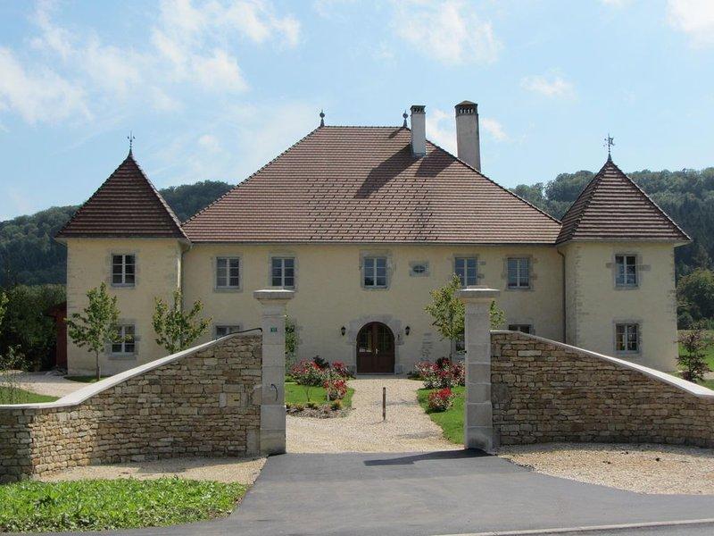 Le Relais des deux tours, Chambre de charme, Piscine intérieure chauffée, Sauna, holiday rental in Sancey-le-Grand