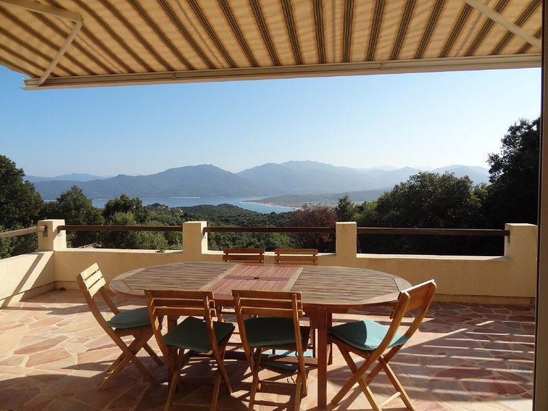 VUE PANORAMIQUE MER ET MONTAGNE, MAISON INDÉPENDANTE, holiday rental in Belvedere-Campomoro