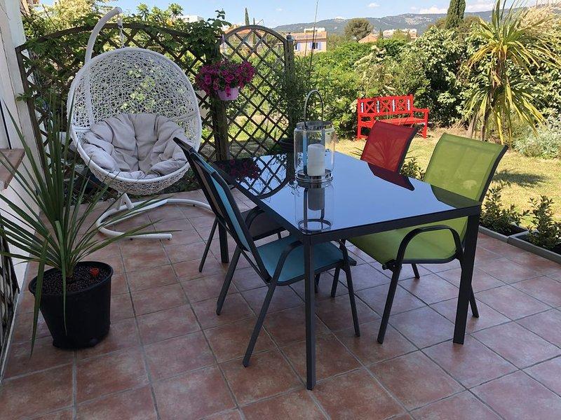 Grand T3 calme - Terrasse  - Jardin - Vue panoramique sur la baie de La Ciotat, location de vacances à La Ciotat
