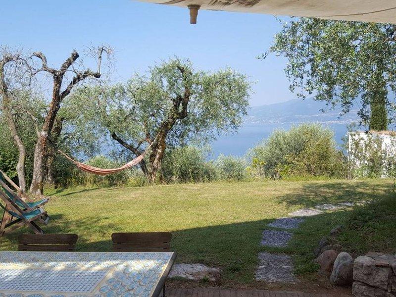 Relaxing Garda Lake View Apartment, vacation rental in Albisano