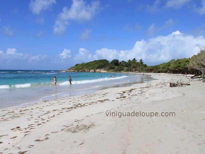 Appartement dans villa à 500 m de la plage, holiday rental in Le Gosier