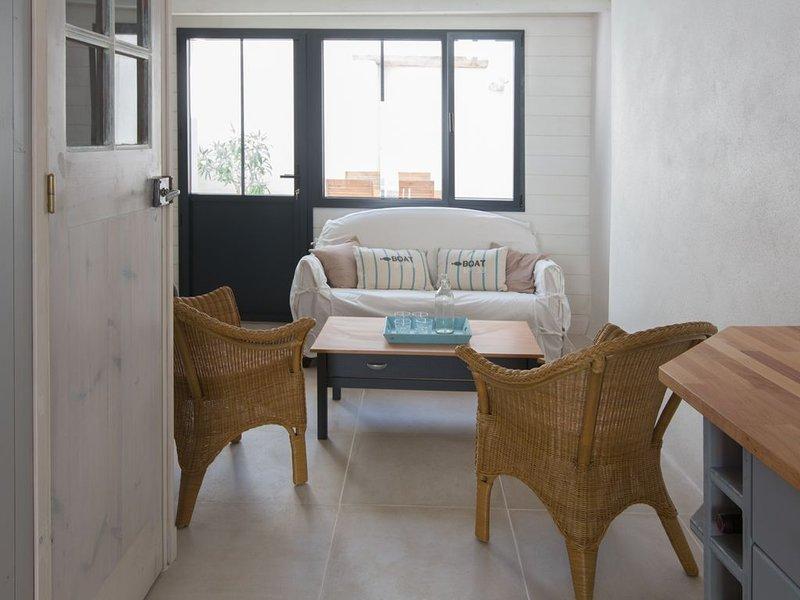 ILE DE RE - LA COUARDE - Charmante maison au coeur du village, 2-4 personnes, holiday rental in Ile de Re