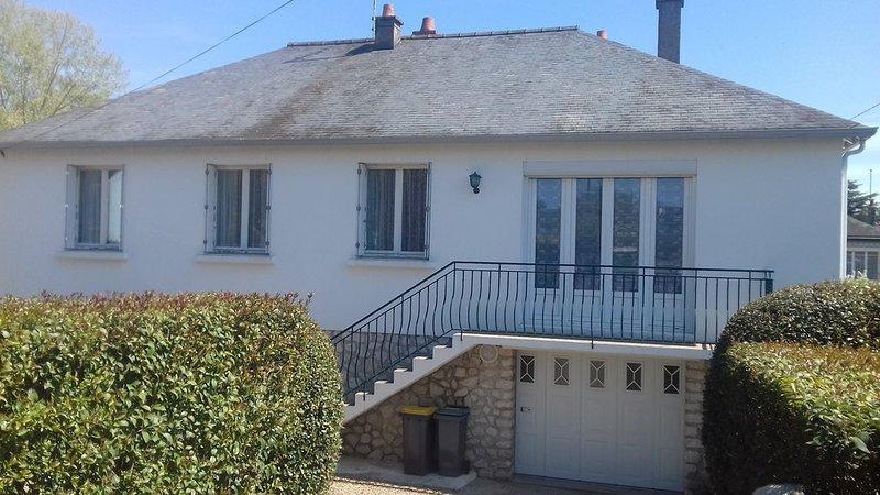 Maison familiale simple et authentique, alquiler vacacional en La Croix-en-Touraine