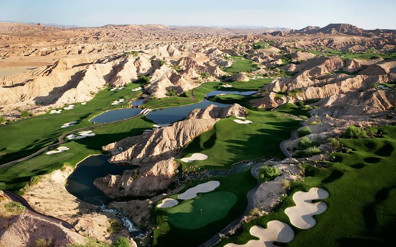Beautiful Dual Master Condo overlooking Wolf Creek Golf Course., holiday rental in Mesquite