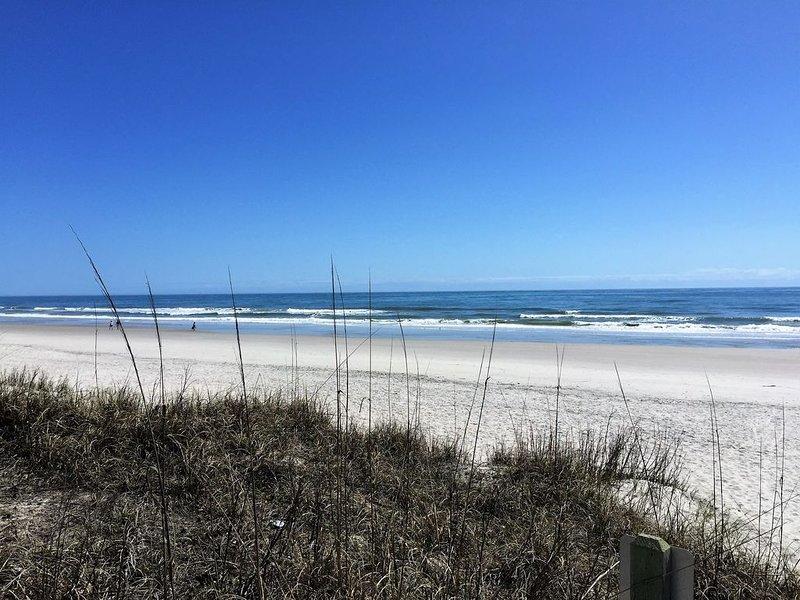 Hermosa playa de Topsail, a solo 3 cuadras de distancia