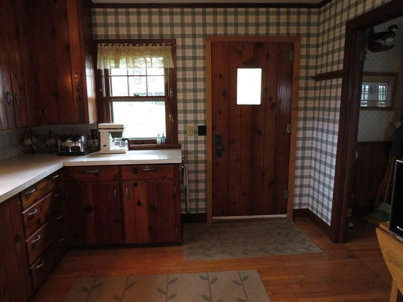 Updated 1930's Lake Cabin 45 min from Minneapolis, holiday rental in Rockville