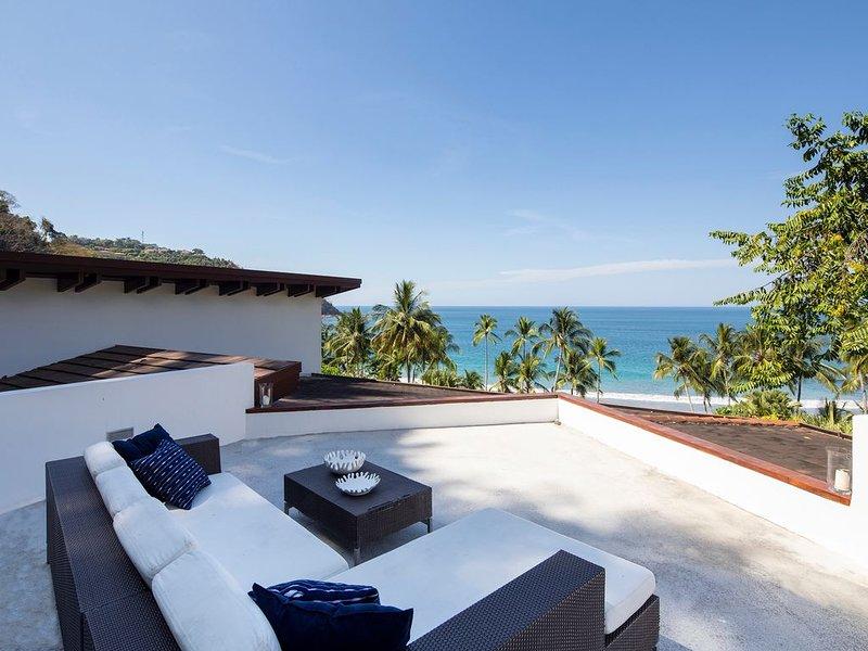 Casa Caracola on White Sandy Beach next to los Sueños Resort, holiday rental in Herradura