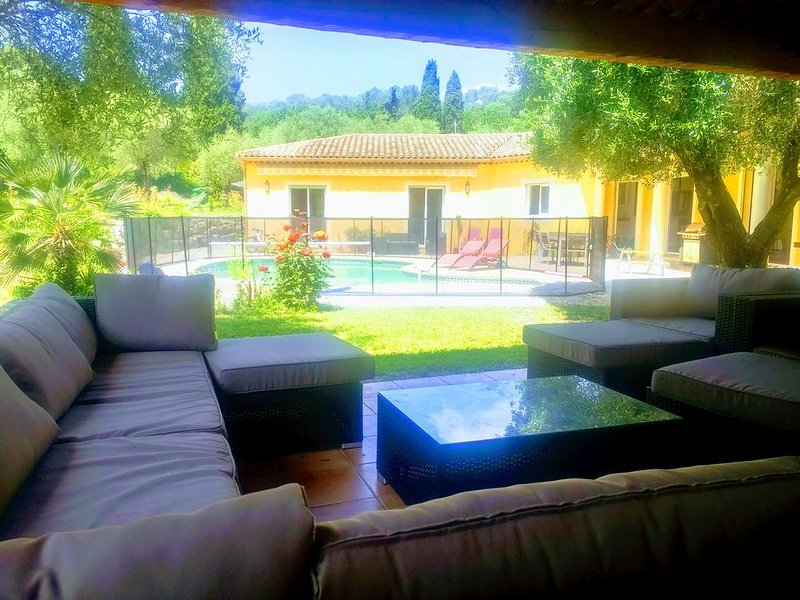Magnifique villa provençale dans l'arrière pays cannois - idéal 2 familles, casa vacanza a Roquefort les Pins