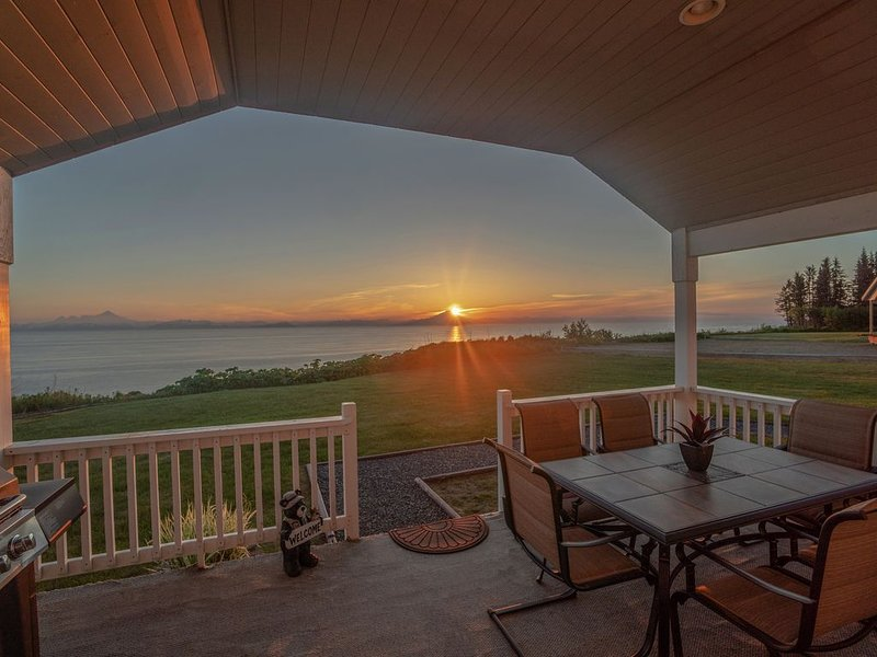 God's View on  Cook Inlet in the heart of Alaska's playground., holiday rental in Ninilchik