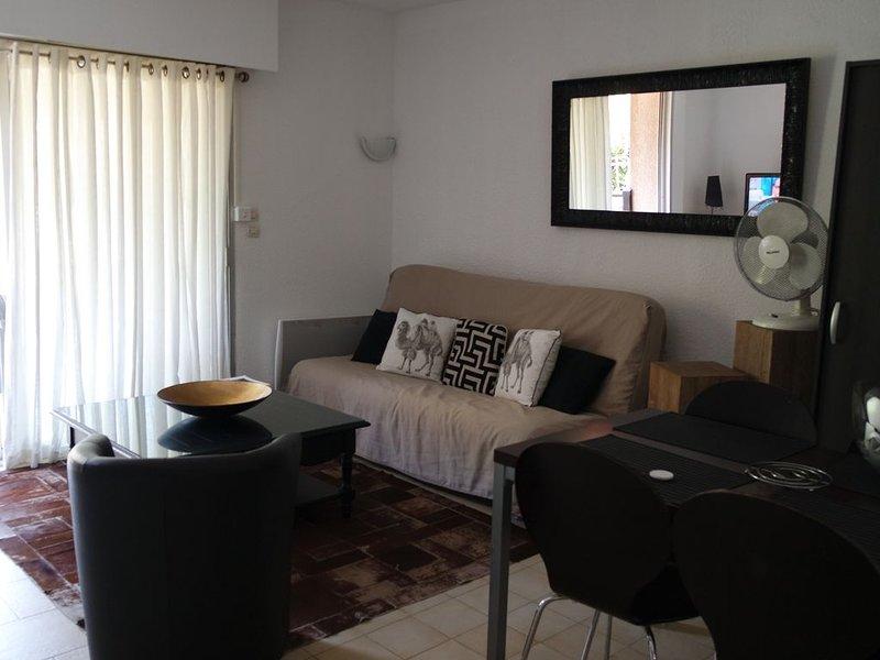appartement bord de mer dans résidence avec jardin Domaine du Scudo, vacation rental in Ajaccio