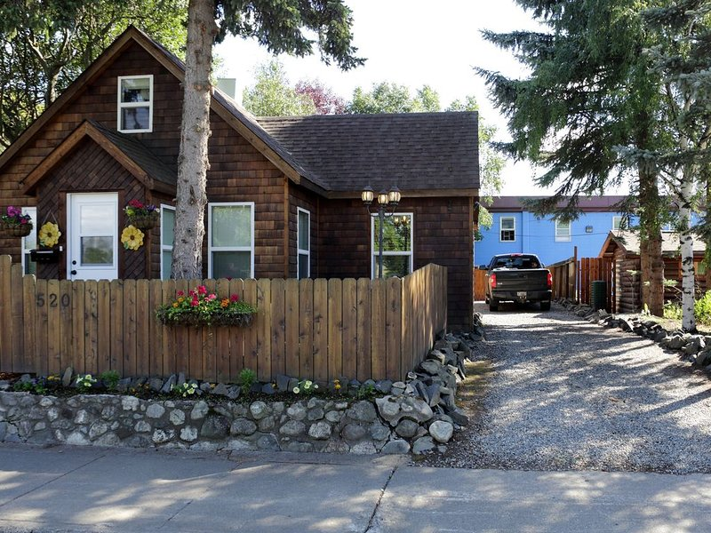 Beautiful Downtown Cottage, holiday rental in Eagle River