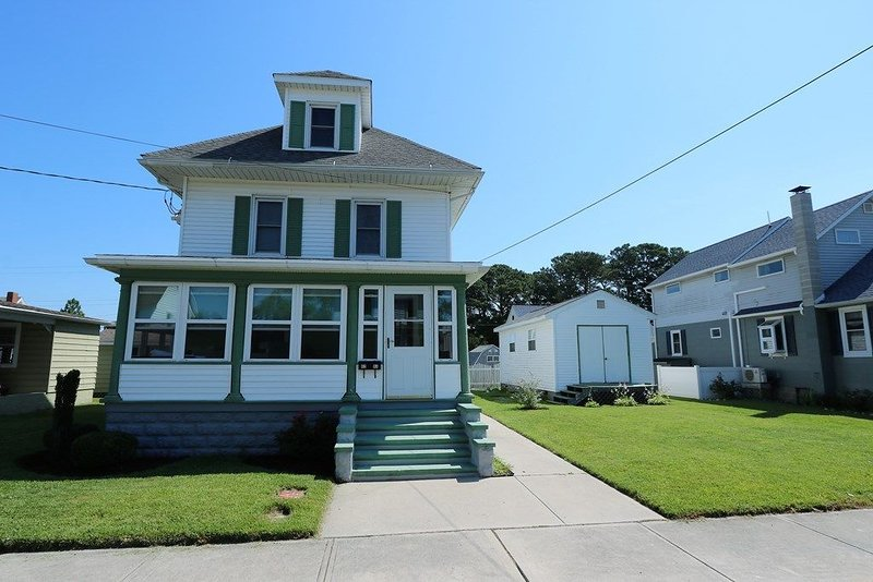 Historic Home in town (Sleeps 7 - 10), alquiler de vacaciones en Isla de Chincoteague