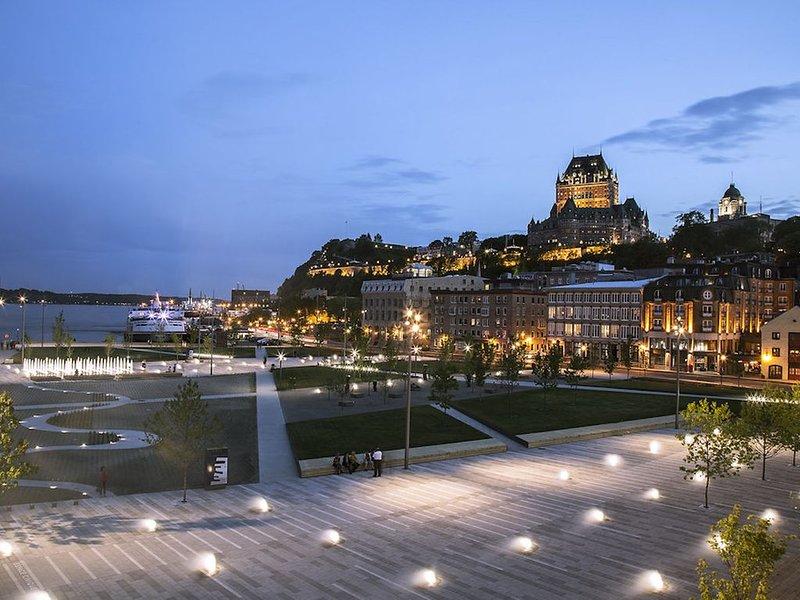 O Royal Dalhousie visto do Parc des Canotiers (segundo da direita).