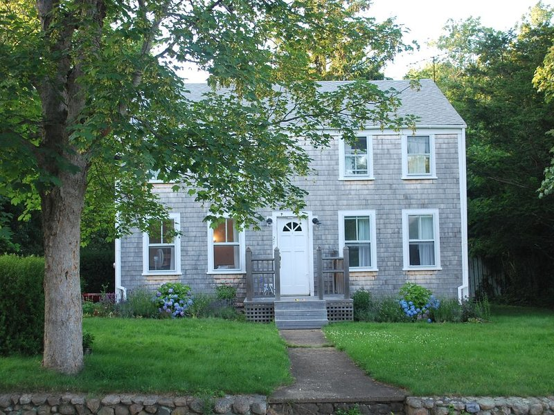 Charming, Well Maintained Home - Walking Distance to Town, Beach & Ferry, alquiler vacacional en Vineyard Haven