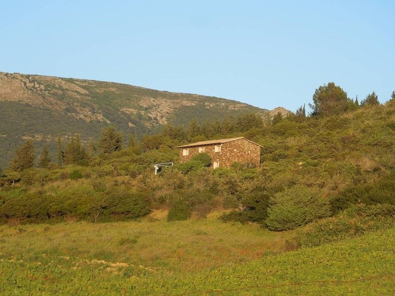 STONE COTTAGE SOLEMINIS, vacation rental in Dolianova
