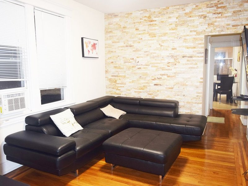 Gorgeous 3+ bedroom 2bath house 10mins Bus Ride to NYC, vacation rental in Weehawken