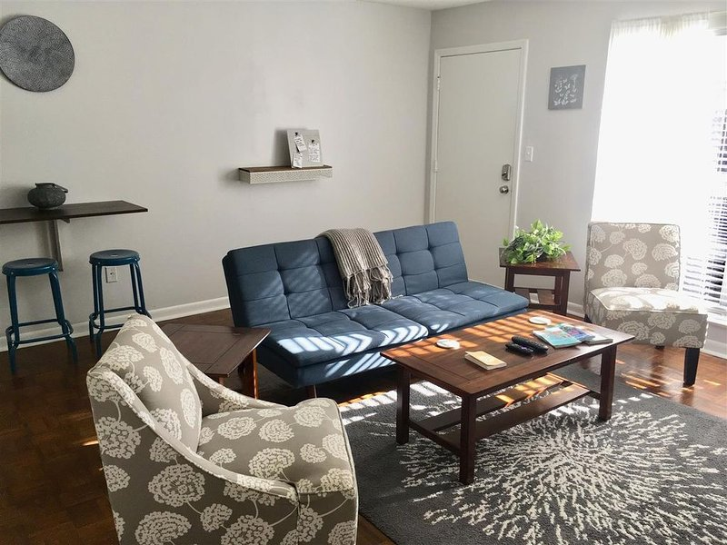 Minutes to Downtown 2br Apartment, vacation rental in Drayton