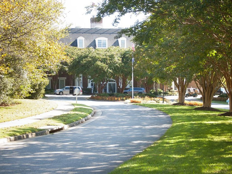 2BR Family Friendly Suite | Minutes from Busch Gardens & Colonial Williamsburg, holiday rental in West Point