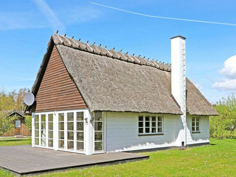 Exquisite Holiday Home in Lolland with Terrace, location de vacances à Roedby