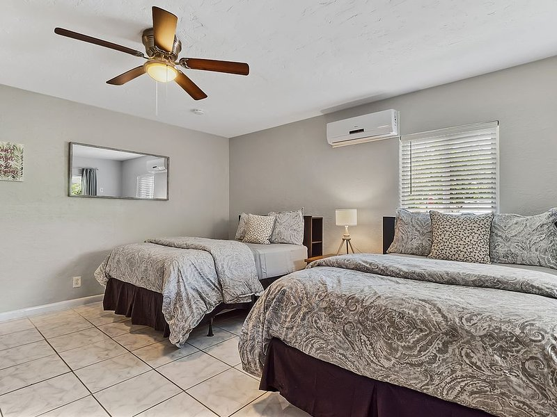 Beach Family Room/Patio/Wifi/Self Check In-Out/High cleanliness standards, alquiler vacacional en Lauderdale by the Sea