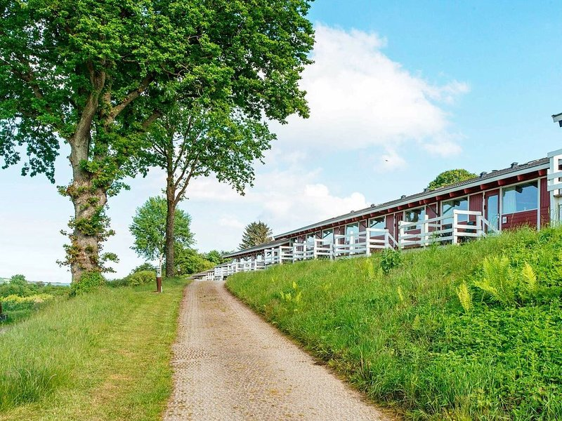 Spacious Holiday Home in Syddanmark with Swimming Pool – semesterbostad i Varnaes