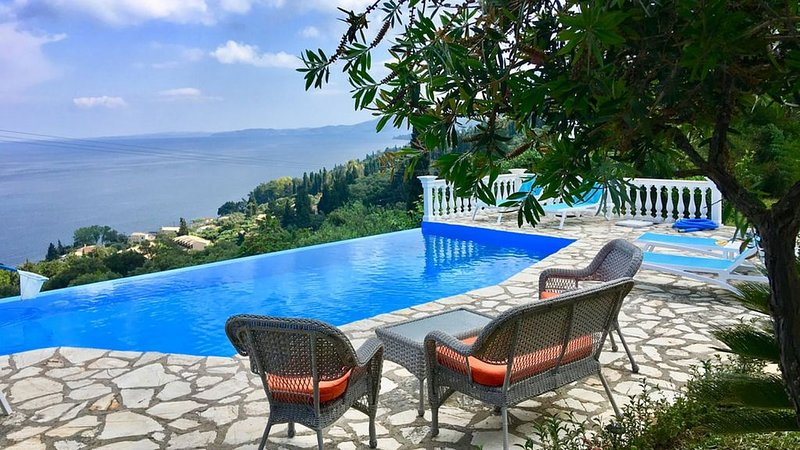 Lovely Well Located Villa, Private Infinity Pool, Spectacular Sea Views close to, holiday rental in Achilleio