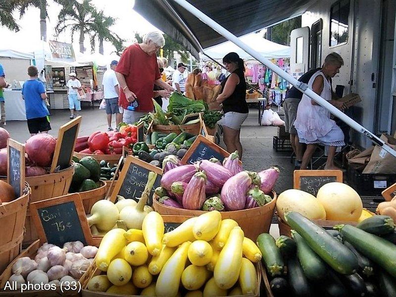 Santorini Plaza Farmers Market