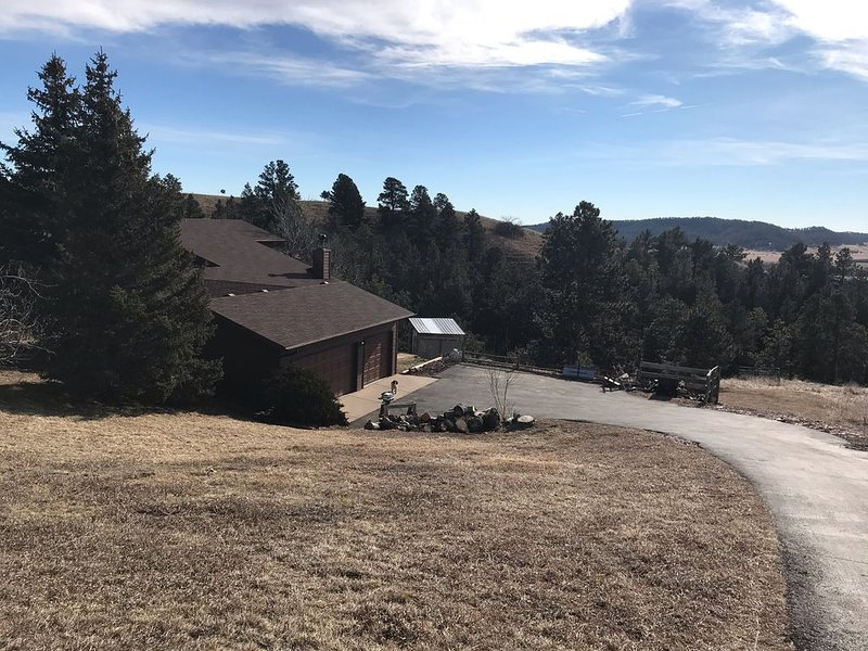 Scenic getaway with easy access to Rapid City and all the Black Hills offers., holiday rental in Rockerville