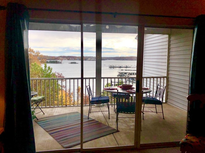 Spacious and luxurious with a Great Lake view!, holiday rental in Lake Ozark