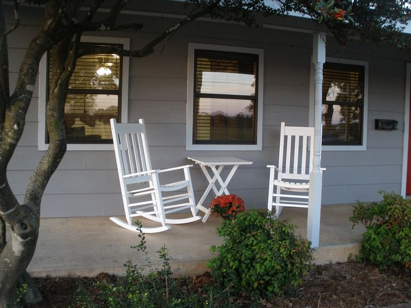 Friendship Farms Ste. 1 - Hill Country Hospitality!, alquiler de vacaciones en Fredericksburg