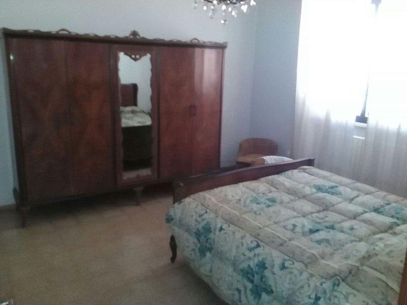 casa di Mariuccia con cortile e parcheggio custodito, holiday rental in Sternatia