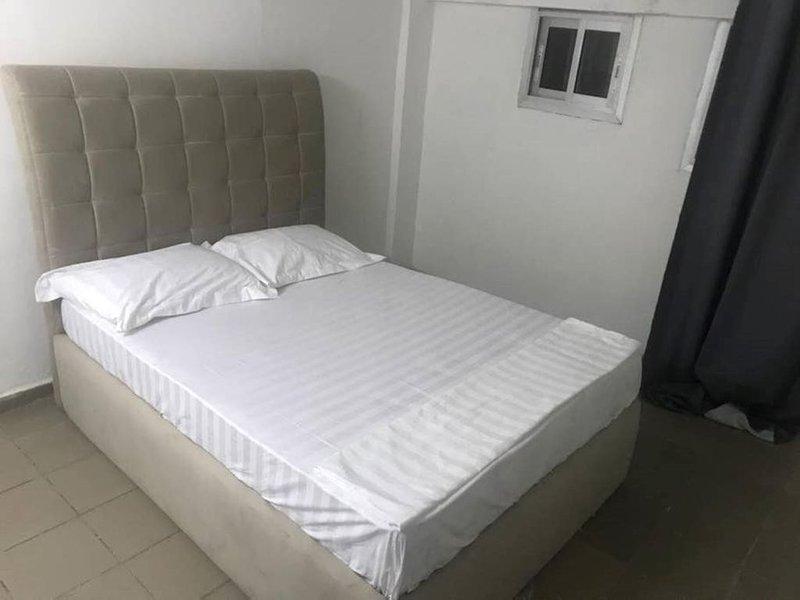 Appart.Confort et securite' a'100 metres du centre Commerciale Santa Lucia, alquiler de vacaciones en Yaounde