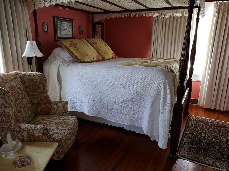 Carriage House at Benjamin W. Best Country Inn, vakantiewoning in Kinston