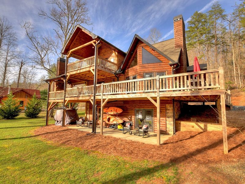 Luxury, Toccoa River Front, Fishing, 3 Fireplaces, Kayaks, alquiler de vacaciones en Mineral Bluff