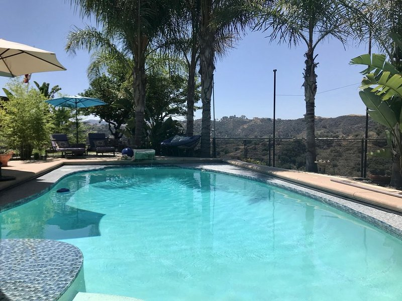 15 min f beach Private guesthouse, views, heated pool, hiking around the corner, vacation rental in Bell Canyon