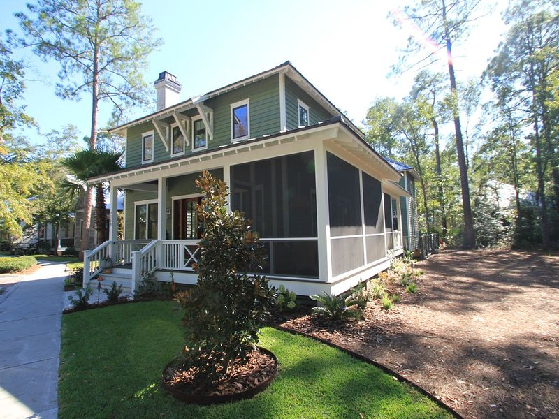 A Charming Carriage House Apartment in Stock Farm in Old Town Bluffton, vacation rental in Bluffton