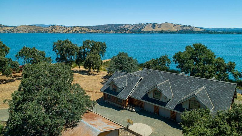 'The Lodge' on the Lake / Private beach, parking fishing jetty and boat ramp, holiday rental in Soda Bay