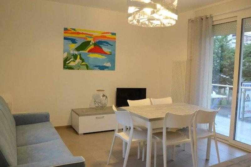 'La Casa di Pippo-Bilocale azzurro',nuovo, luminoso, a due passi dal mare, vacation rental in Semino