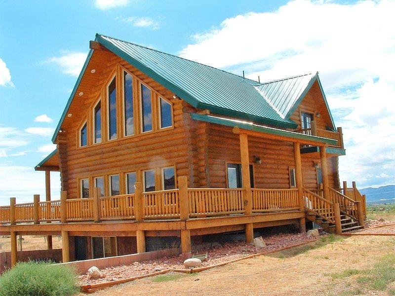 Red Rock Ranch Log Cabin: Large, Fully Furnished, 5 Bdr, sleeps 12, 3 levels, alquiler vacacional en Boulder