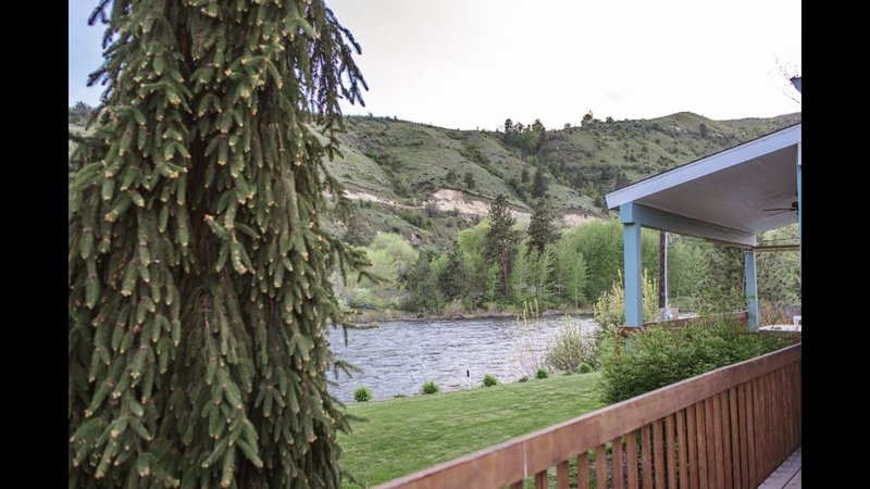 River House in Beautiful Orchard, alquiler vacacional en Orondo