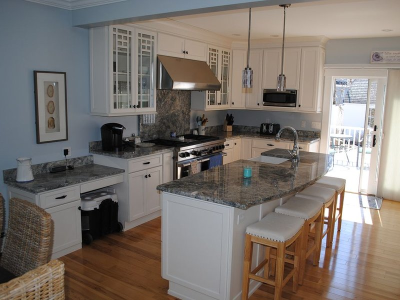 Beautiful vacation home across street from 2 beaches, location de vacances à Rockport