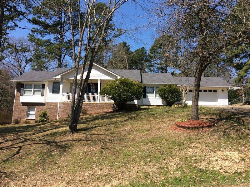 Lake Community Home Sleeps 12 Shore Acres in Beautiful Hot Springs Arkansas, holiday rental in Mountain Pine