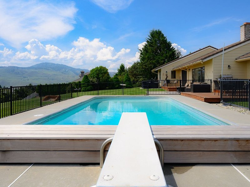 View Home with Pool Near Leavenworth, Mission Ridge, Lake Chelan and Wineries, alquiler vacacional en Orondo