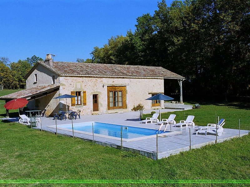 Scenic Holiday Home in Biron with Private Swimming Pool, vacation rental in Saint-Etienne-de-Villereal