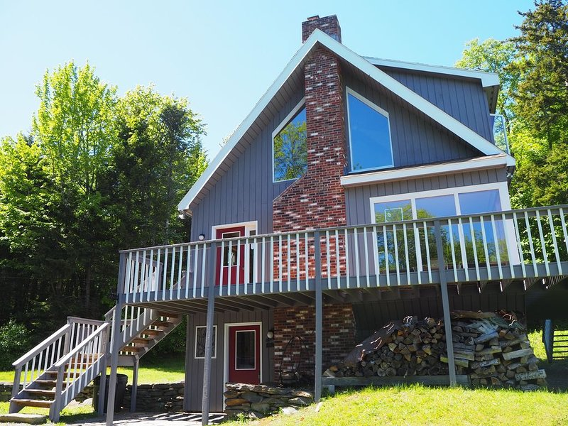 Quiet Hills of Andover Vermont. Enjoy a gorgeous view from the deck!, vacation rental in Chester